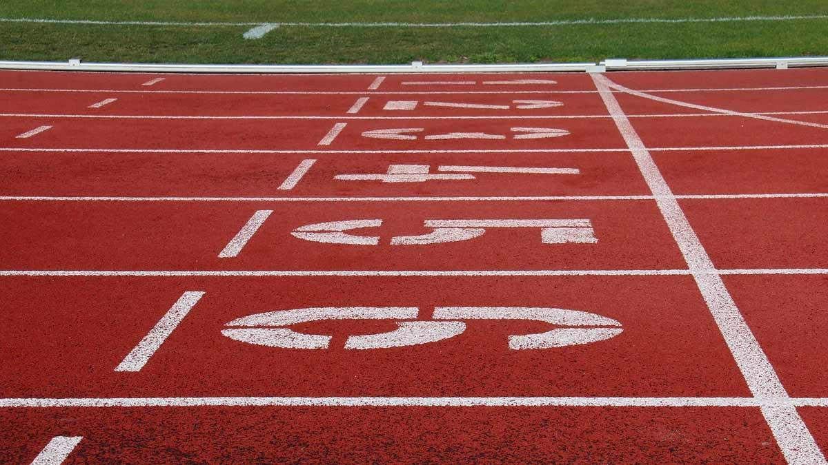 Urheiluradan lähtöviiva.